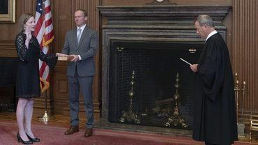 에이미 코니 배럿 103번째 미국 대법관 올라