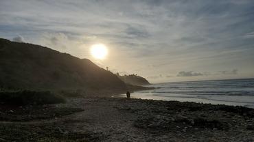 바위에 앉아 석양 보고, 모래사장 산책… 한적한 분위기라 더욱 좋아